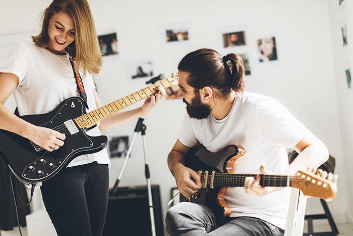 mua đàn guitar của riêng bạn