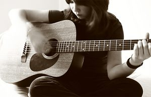 tu hoc guitar classic co ban
