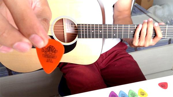 mieng gay guitar